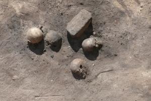Quel che rimane dei resti umani bruciati per fronteggiare l'epidemia. Fonte: Credit: Photo by N. Cijan © Associazione Culturale per lo Studio dell'Egitto e del Sudan ONLUS.