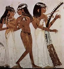 Te giovani e avvenenti musiciste si esibiscono suonando il flauto, il liuto e l'arpa. Raffigurazione dalla tomba di Nakht (TT52).